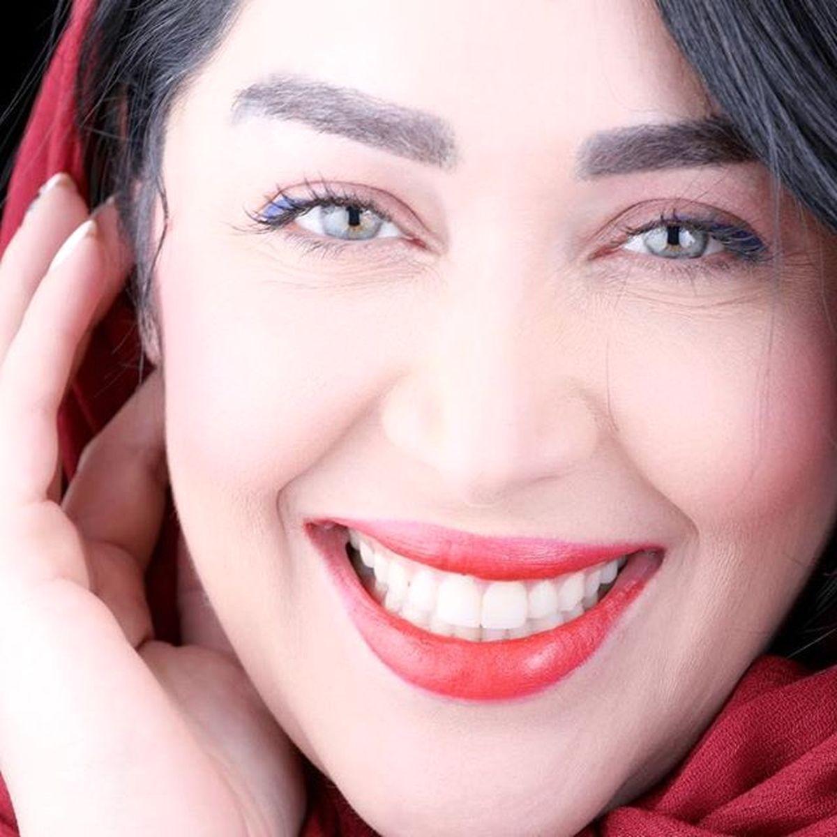 عکس لورفته از بازیگر سریال گاندو در کنار خواننده مشهور | بیوگرافی سارا منجزی پور
