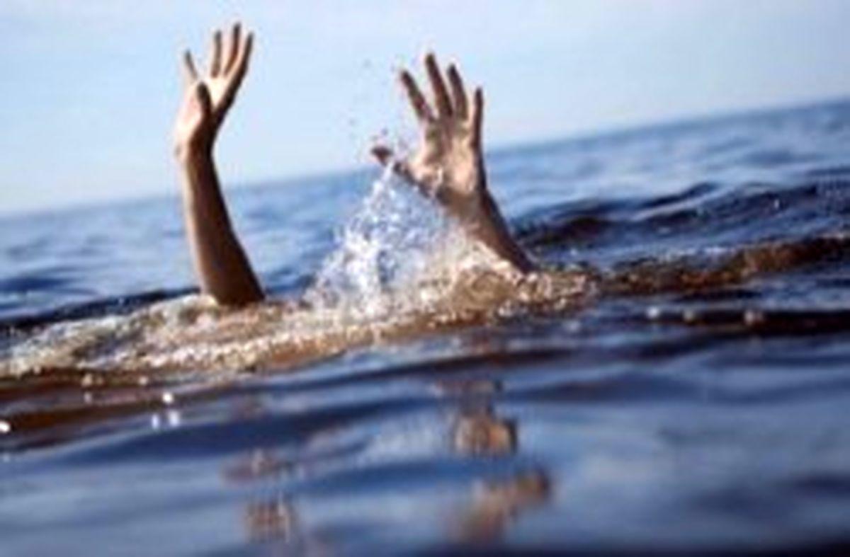 نجات سه جوان از خطر غرق شدن در آب های سواحل کیش