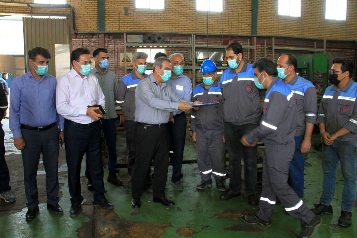 از کارگران برتر شرکت پتروشیمی کارون تقدیر شد