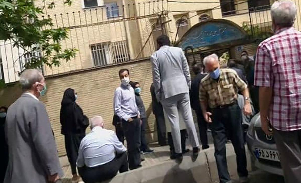 دعوای متقاضیان 80 ساله واکسیناسیون روبه روی وزارت بهداشت + ویدئو
