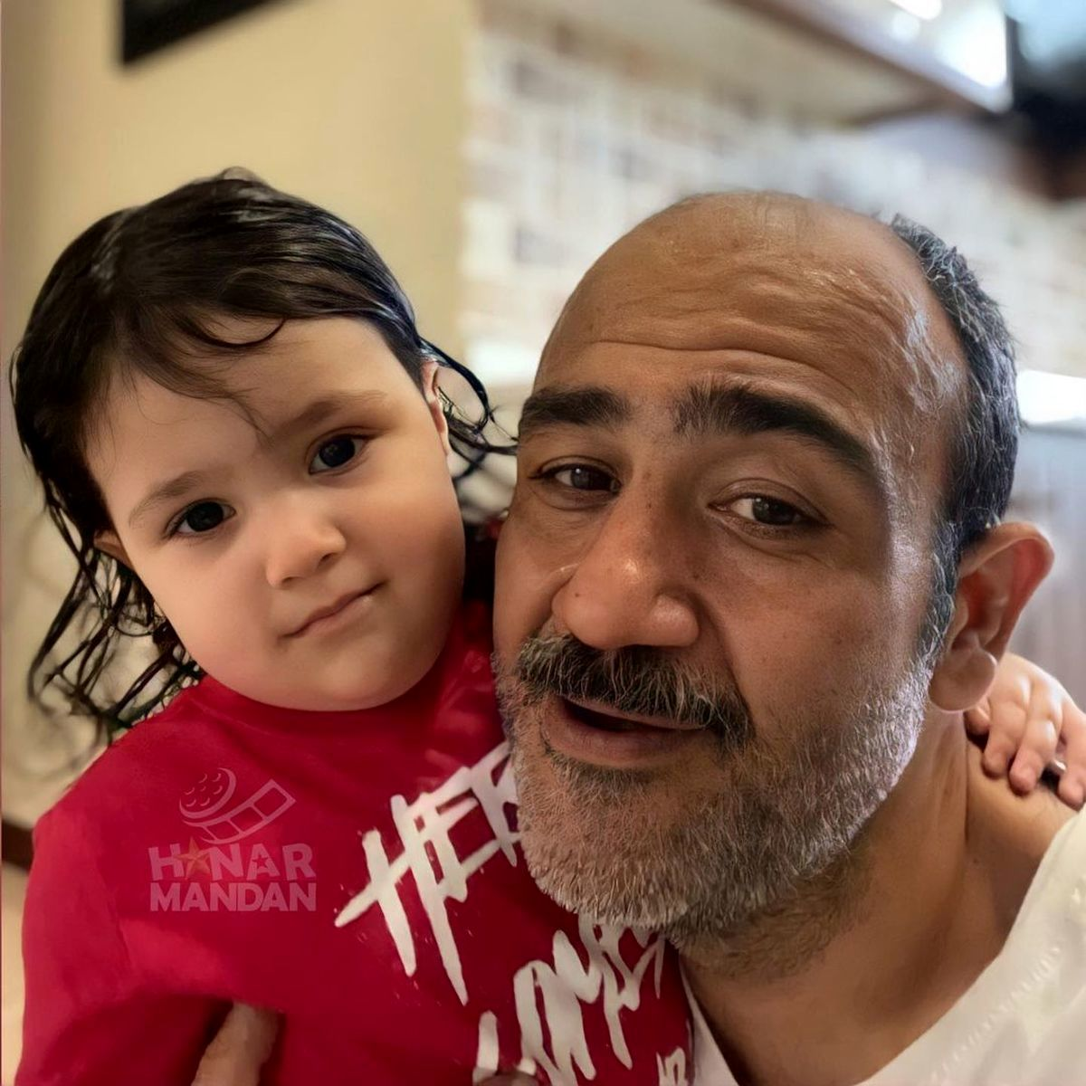 یک عکس ناراحت کننده دیگر از بیماری مهران غفوریان | مهران غفوریان و همسرش