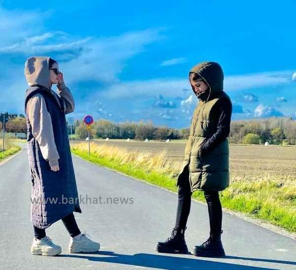 عکس جدید سارا و نیکا بازیگران پایتخت در خارج کشور