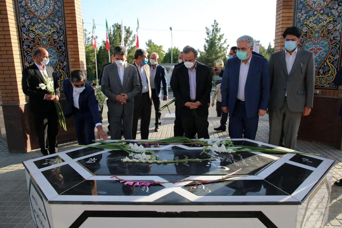 حضور وزیر صمت در گلزار شهدای ارومیه و یادمان شهید باکری