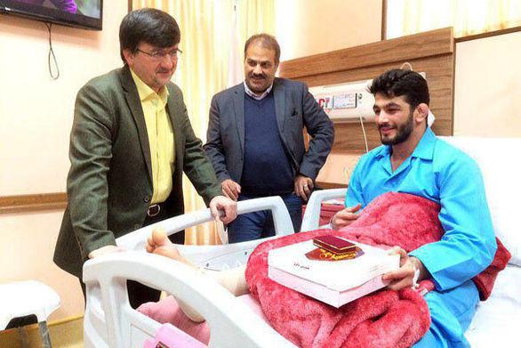 وزیر ورزش برای تولد حسن یزدانی کادو خرید!