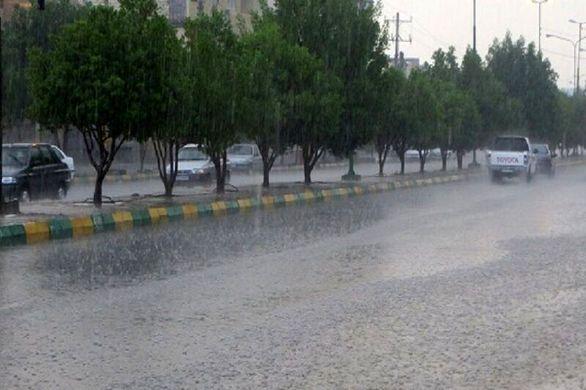 بارش باران در جادههای سه استان