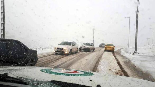 امدادرسانی هوایی به هموطنان درگیر برف در ۴ استان