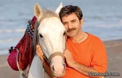 عکس پرویز پرستویی با یک اسب