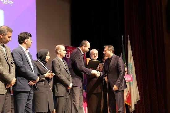 """جایزه مدل 34000 منابع انسانی به شرکت بیمه """"ما"""" اهدا شد"""