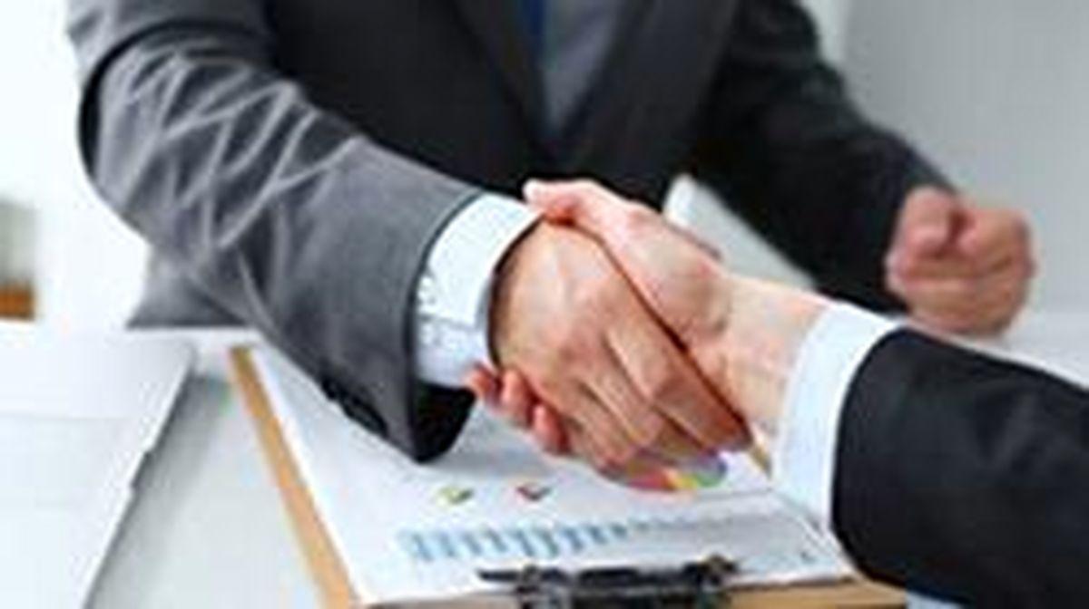 امضا تفاهمنامه بانک کارآفرین با بیمارستان لاله