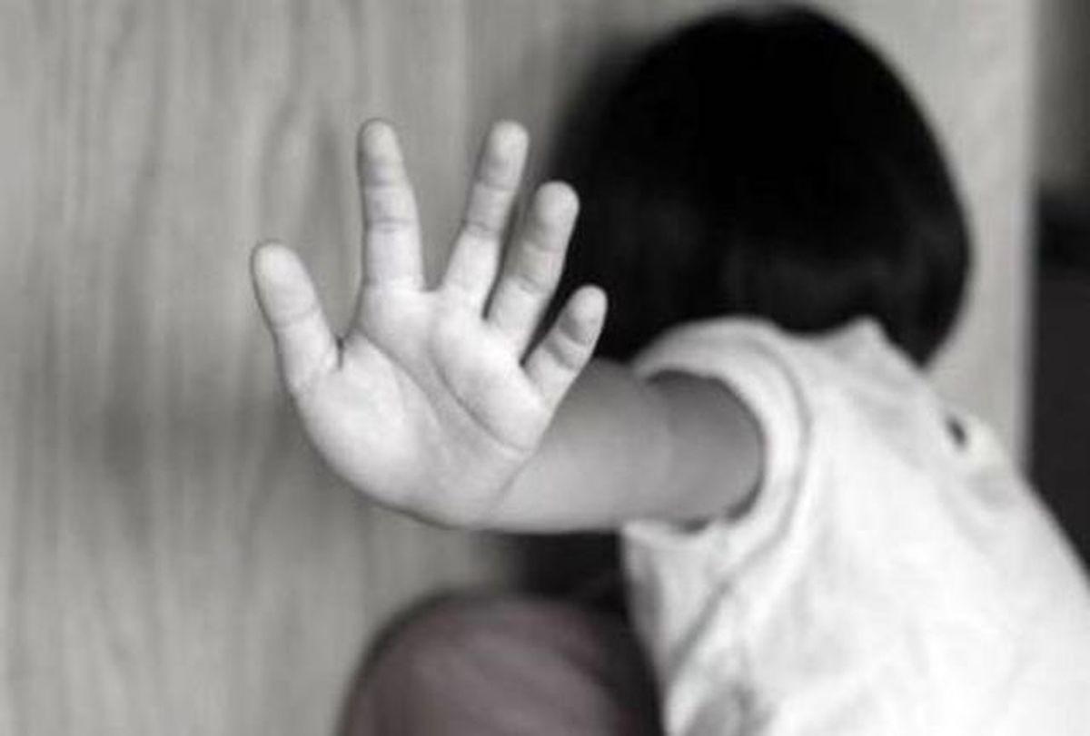 بارداری دختر 12 ساله به اجبار پدر معتادش