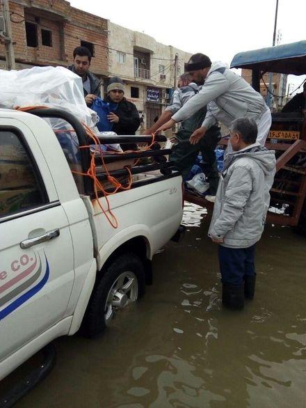کمک رسانی بیمه آسیا به هموطنان سیل زده