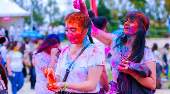 تصاویری جذاب از فستیوال رنگها