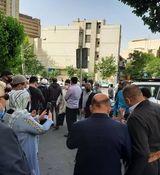 تجمع هواداران احمدی نژاد مقابل منزلش در نارمک + عکس