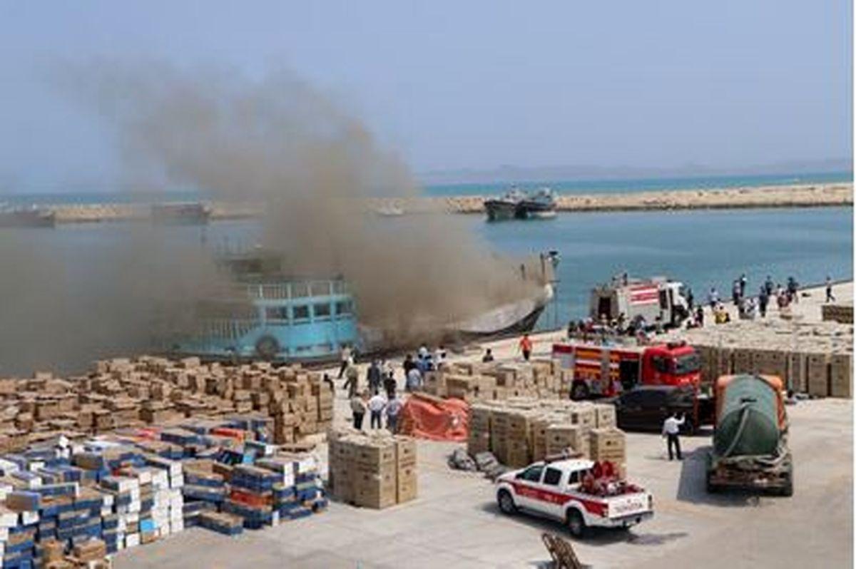 مهار به موقع آتش سوزی در بندر تجاری بهمن قشم