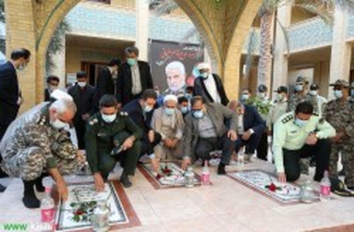 غبار روبی مزار شهدای گمنام کیش به مناسبت آغاز دهه مبارک فجر