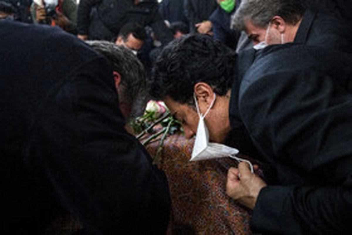 مراسم اقامه نماز بر پیکر محمدرضا شجریان +  تصاویر