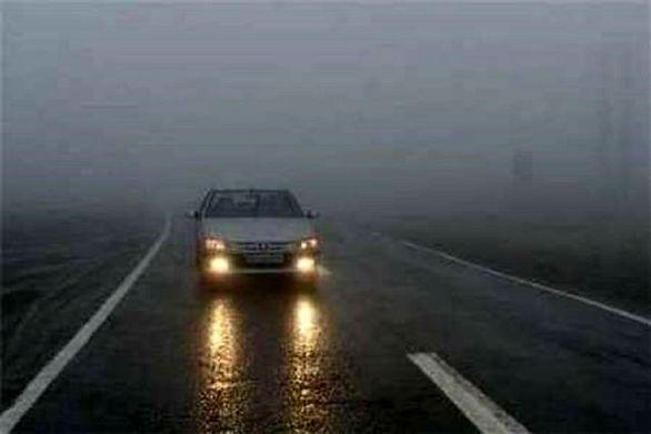 مه گرفتگی در جادههای 10 استان همراه با کاهش دید
