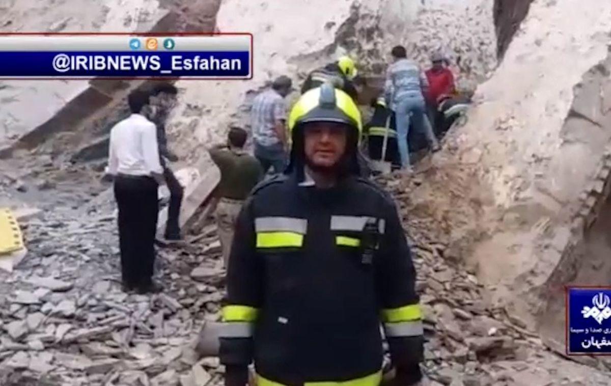 نجات جان دو مرد در آوار اصفهان همه را متعجب کرد! + ویدئو