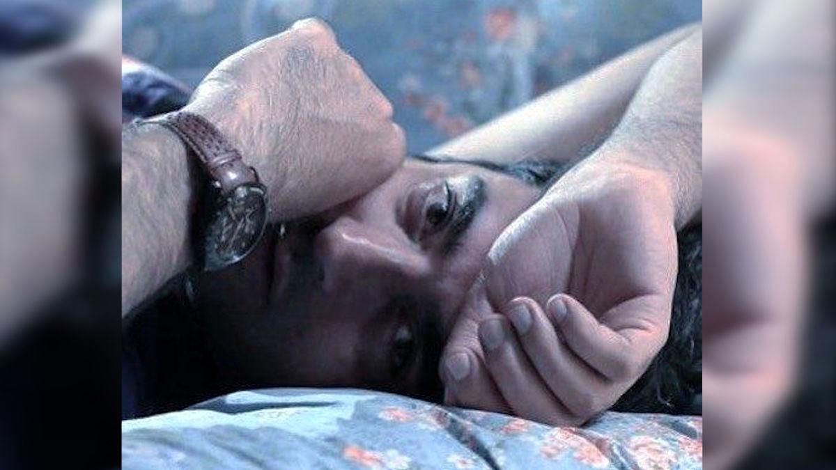 بوسیدن یکتا ناصر توسط منوچهر هادی در پشت صحنه سریال