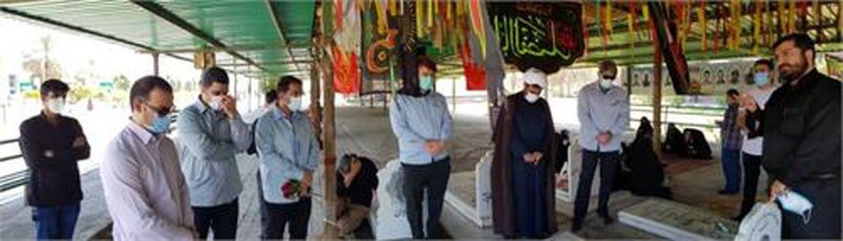 غبار روبی و عطر افشانی مزار شهدا در هفته دفاع مقدس