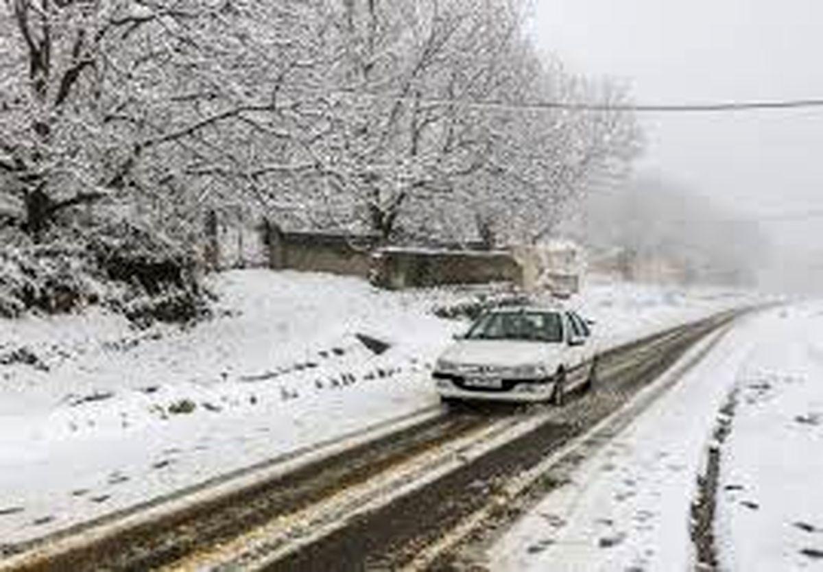 بارش برف و باران در محورهای ۱۰ استان