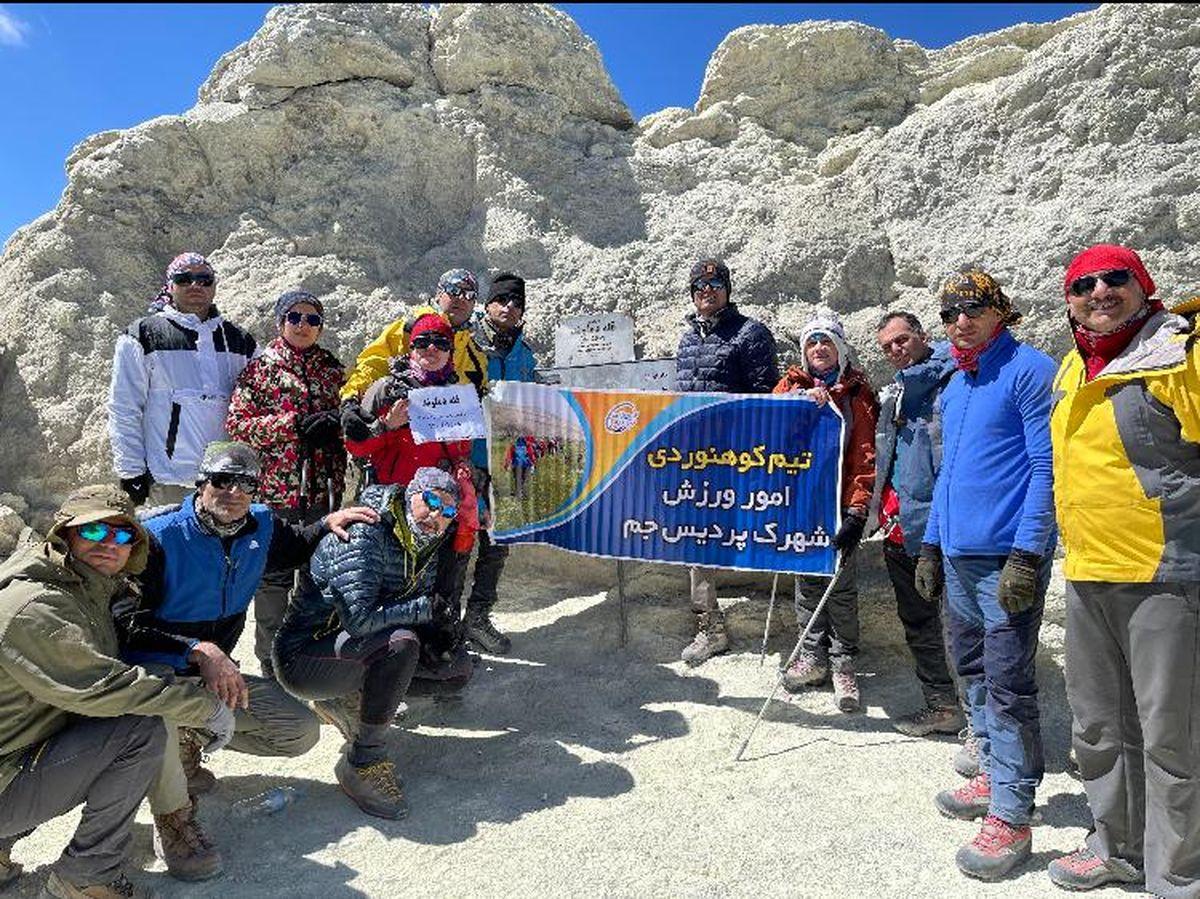 صعود تیم کوهنوردی شهرک پردیس به قله دماوند