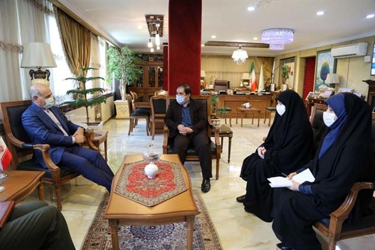 دیدار مدیر عامل بانک کشاورزی با خانواده شهید اکبری