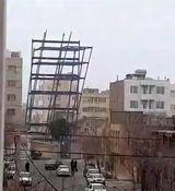 سقوط اسکلت ساختمان در مشهد حادثه ساز شد + فیلم