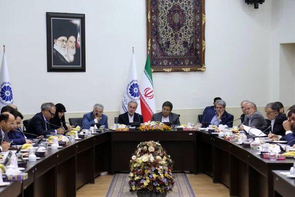 دیدار رییس کل بانک مرکزی با فعالان اقتصادی استان آذربایجان شرقی