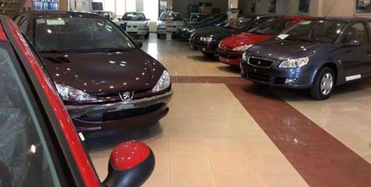 قیمت خودرو به شدت کاهش یافت
