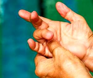 قفل انگشتان دست و پا را با این روش های خانگی درمان کنید!