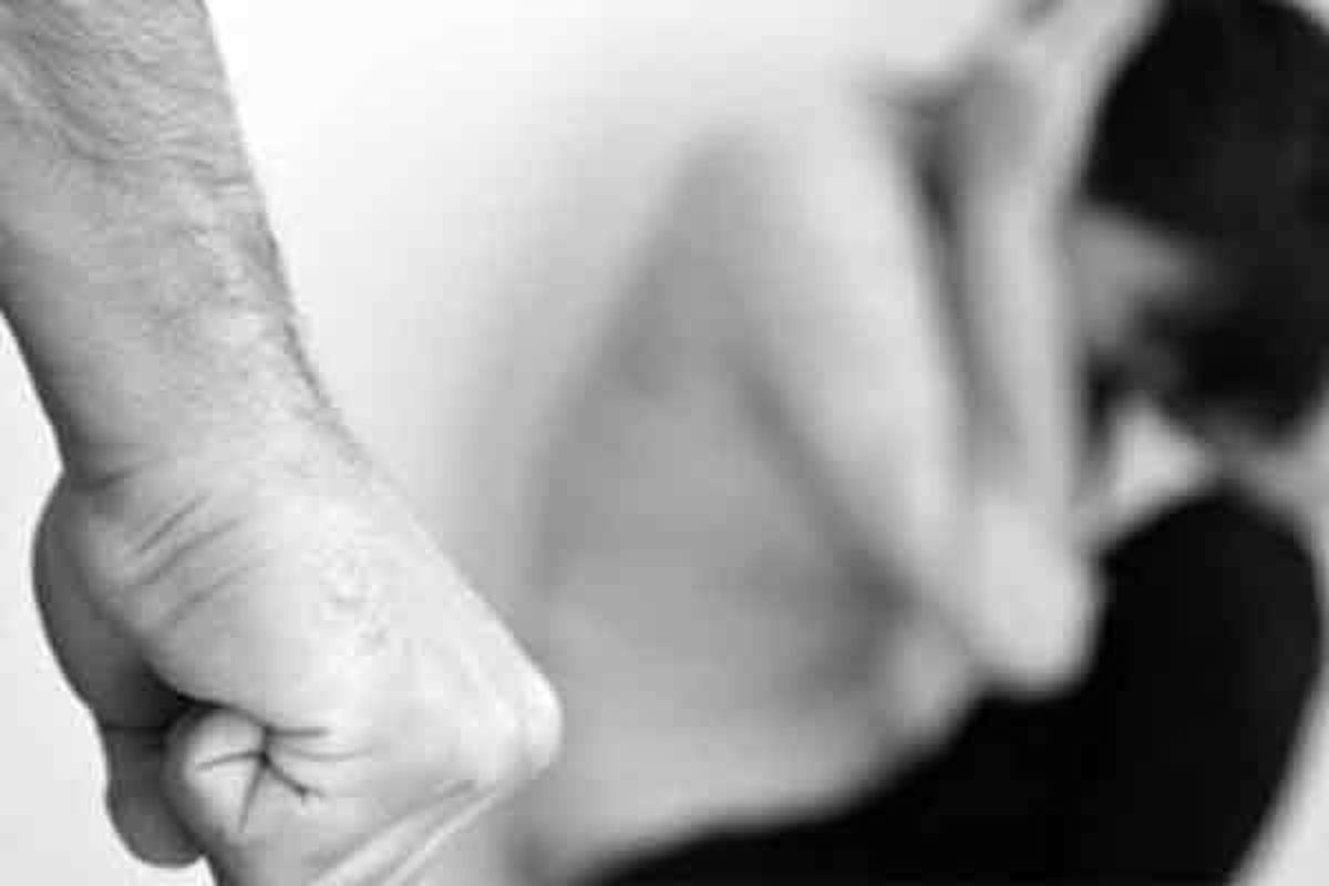 تجاوز جنسی پدر به دختر ۱۲ ساله اش در مسافرخانه ای در تهران + جزئیات