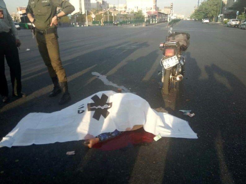 تصادف مرگبار موتورسیکلت با اتوبوس BRT