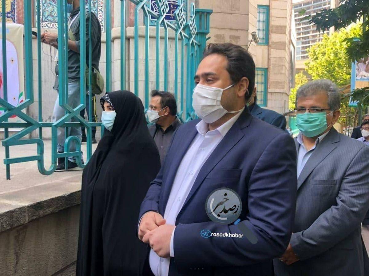 دختر و داماد روحانی در صف رای حسینیه ارشاد + عکس