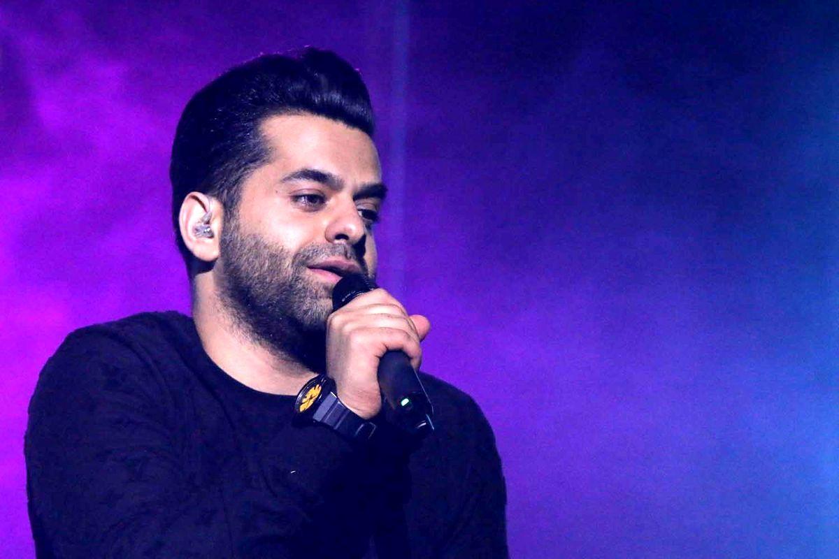 رضا بهرام خواننده محبوب ایرانی به کرونا مبتلا شد