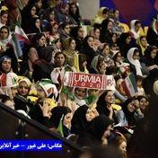 تماشاگران زن بازی والیبال ایران و کانادا + عکس