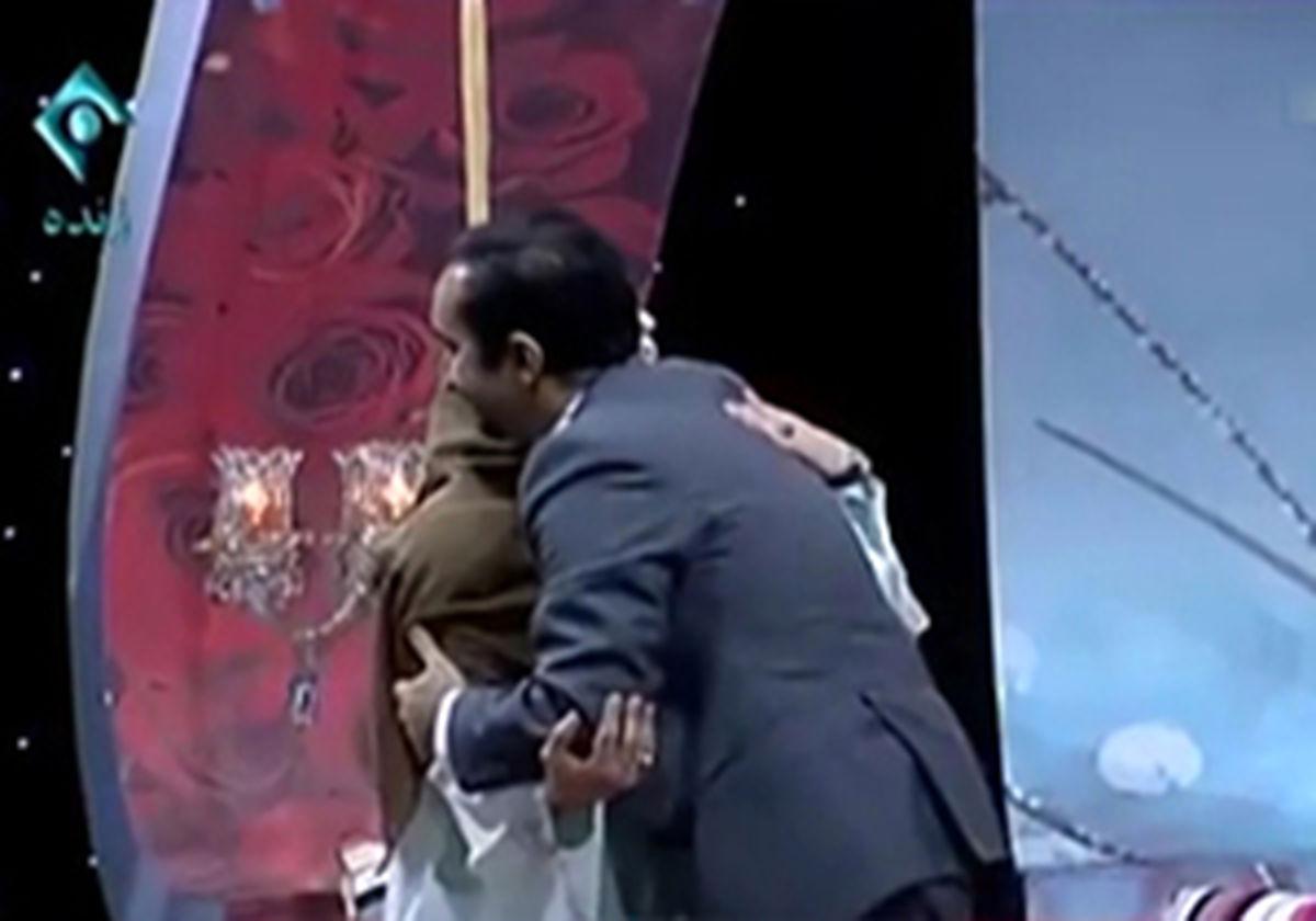 فیلم لورفته از در آغوش گرفتن مجری زن و مرد ایرانی در برنامه زنده! + فیلم