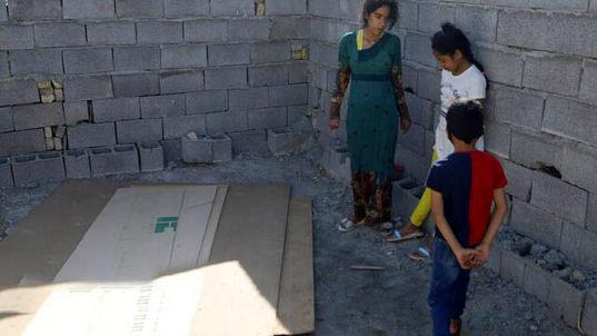 تخریب خانه زن بندرعباسی و خودسوزی او پس از ماجرا + فیلم دردناک