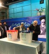 ظریف به همراه همسرش رای داد + عکس