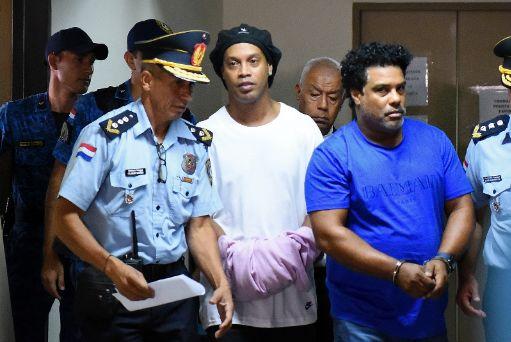 محکومیت رونالدینیو به ۶ ماه زندان