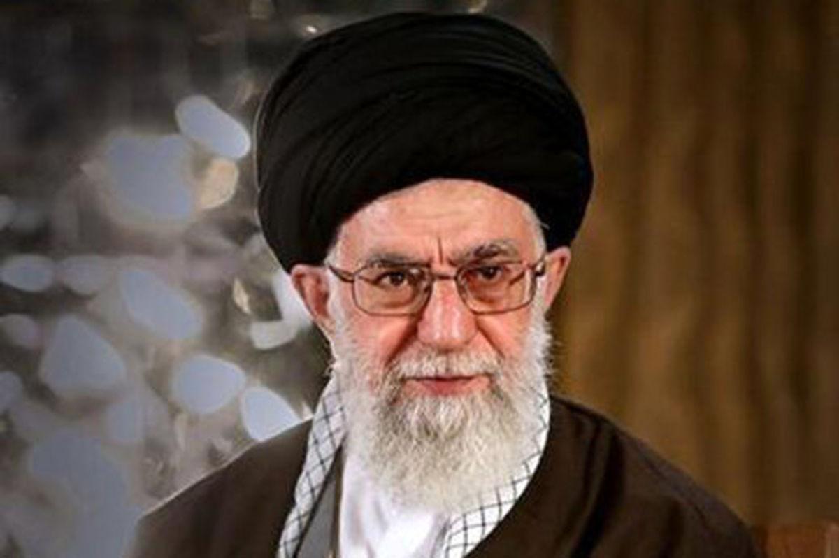 عکسی دیده نشده از رهبر انقلاب بر سر مزار سعدی