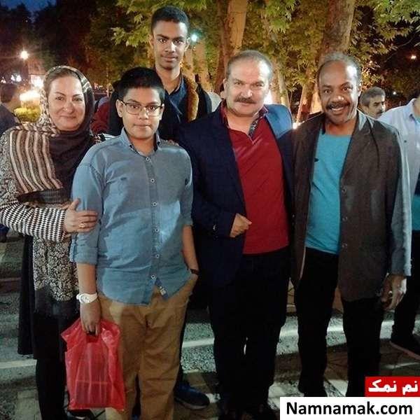 سیروس کهوری نژاد و همسرش و فرزندانش در کنار مهدی سلطانی