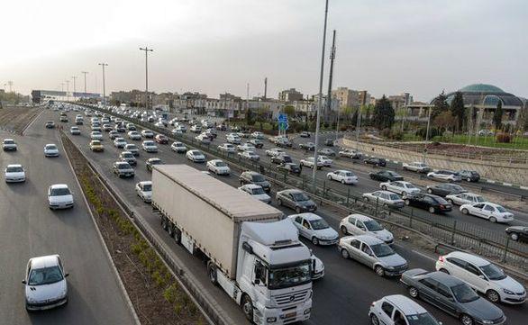 ترافیک نیمهسنگین در آزادراه تهران - کرج و کرج - قزوین