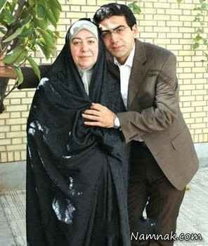 فرزاد حسنی در کنار مادرش