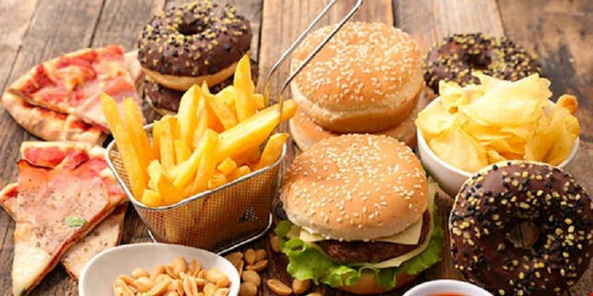 این خوراکیها شما را افسرده میکنند