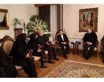 حضور واعظی در منزل خانواده مرحومه ملک از جانباختگان سقوط هواپیمای اوکراینی