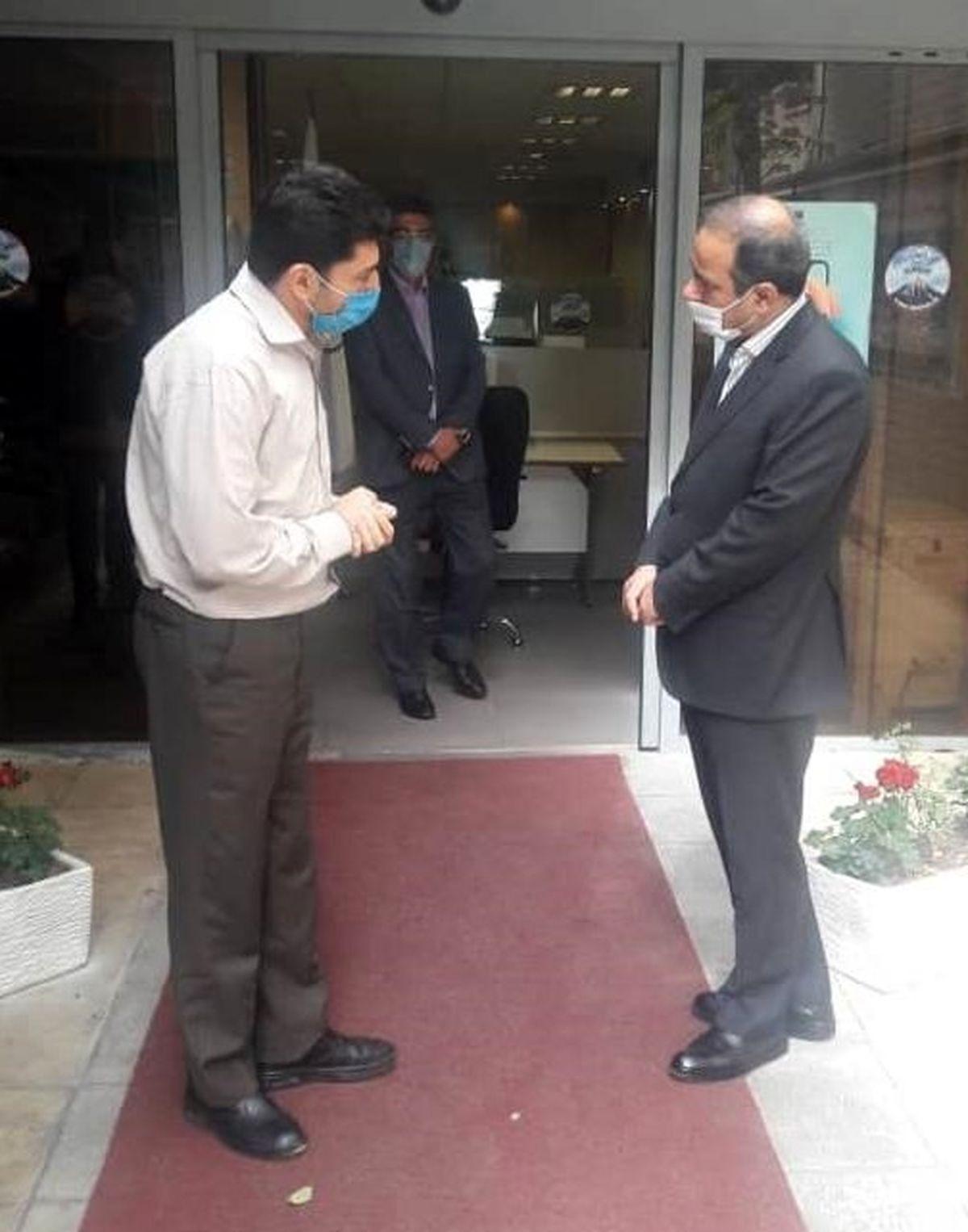 بازدید سرزده مدیرعامل بیمه البرز از شعبه ونک