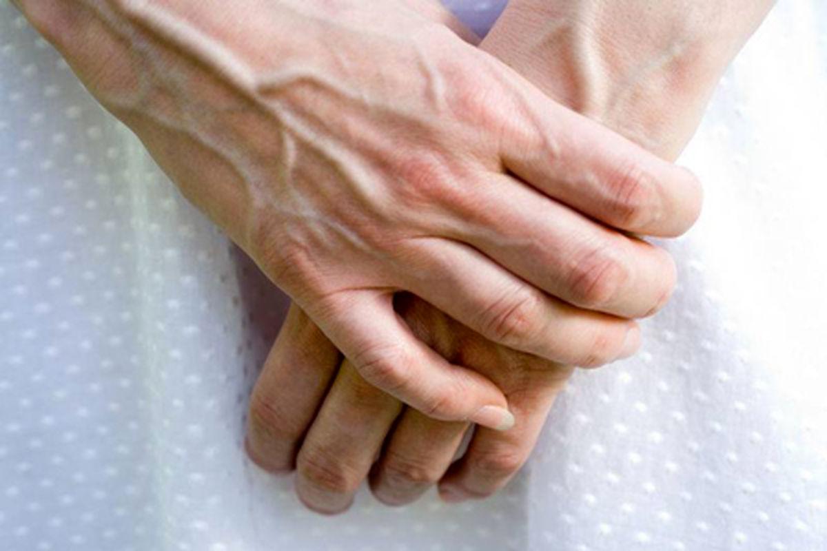 نحوه درمان پیری پوست دست + عوامل