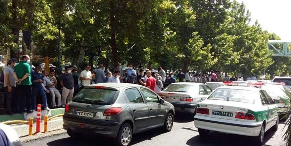 ماجرای تجمع مقابل بانک مرکزی از زبان نماینده معترضان