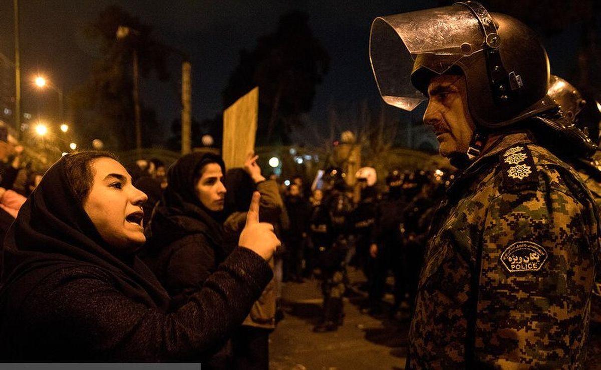 جزئیات تجمع مردم در میدان آزادی | شعارهایی که تند و سیاسی شد